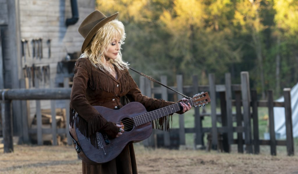 "Dolly's new ""Heartstrings Radio"" station goes live TODAY on SiriusXM"