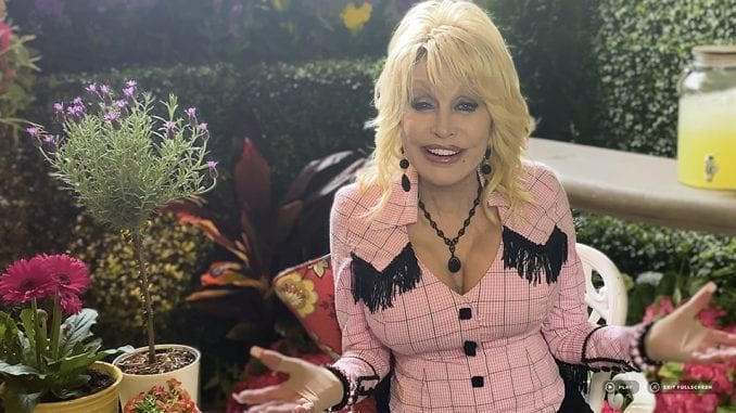 Dolly Parton welcomes guests