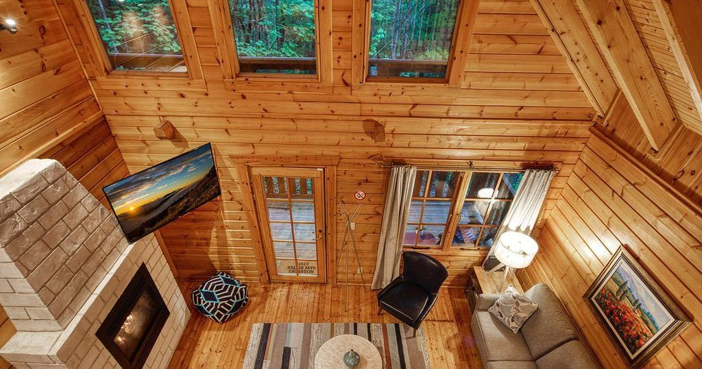 "Unplug in this ""plugged-in"" smart cabin in the Smokies (photo courtesy of HomeAway)"