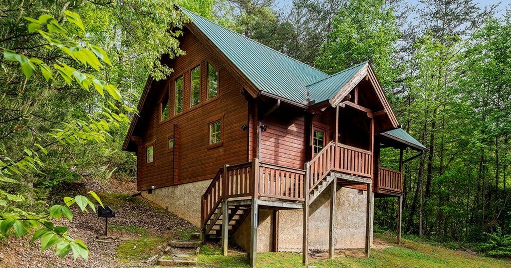 This 'smart cabin' averages only $135/night on HomeAway and sleeps up to five adults (photo by HomeAway)