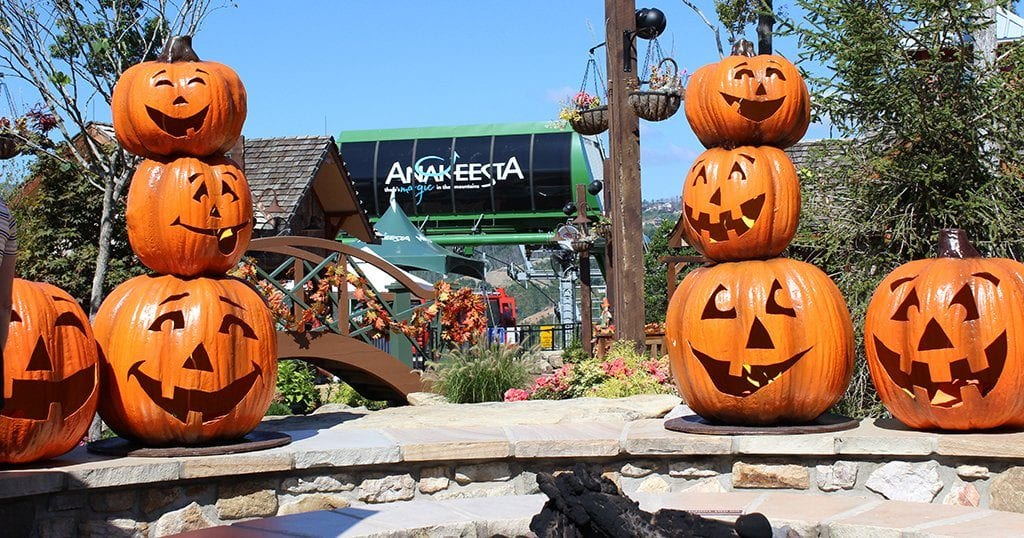 Anakeesta is celebrating fall with live music, seasonal treats and movie nights (photo by Jon Kraft/shutterstock)